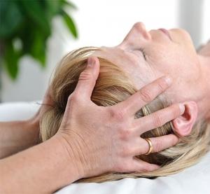 Lisbeth Hove Vestergaard bruger osteopati imod hjernerystelse i osteopatiklinikken