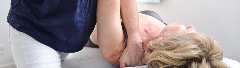 Lisbeth Hove Vestergaard udøver osteopati imod skulder problemer
